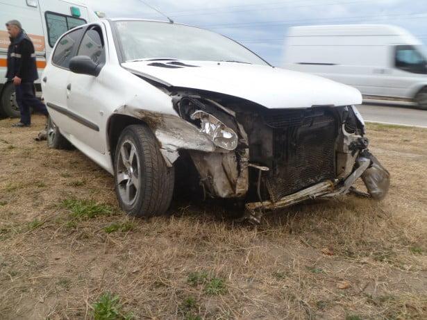 Se le cruzó un perro en la ruta y perdió el control de su auto