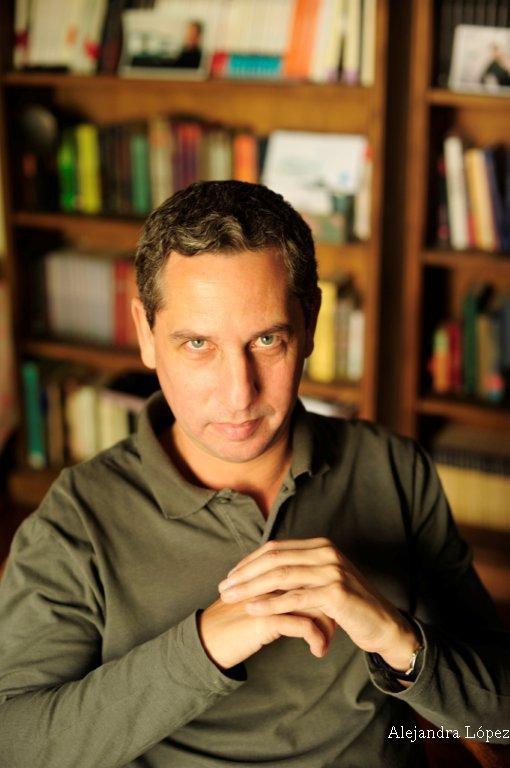 El escritor Guillermo Martínez será parte del Ciclo de entrevistas de la Biblioteca Rivadavia