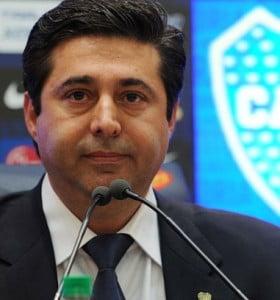 El presidente de Boca aseguró que no aplicará el derecho de admisión a barras bravas