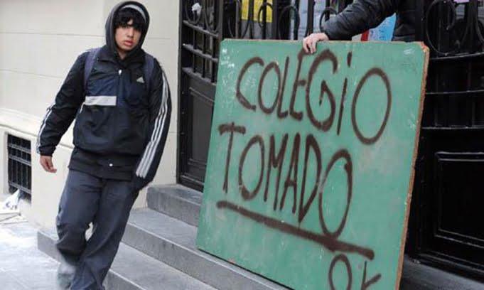 Chile: alumnos toman colegios y recrudece el reclamo por la gratuidad en la educación.