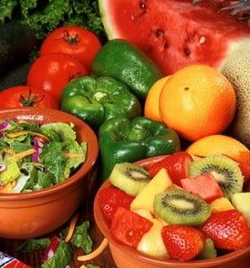Un estudio reveló que comer menos no alarga la vida