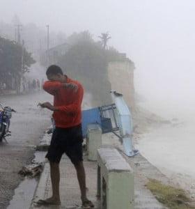 Tras los destrozos, el huracán Isaac se redujo a tormentas