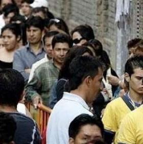 Les pagan a más de 100 inmigrantes por día para que se vayan de España