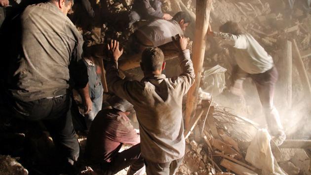 Más de 250 muertos y miles de heridos por dos sismos en Irán