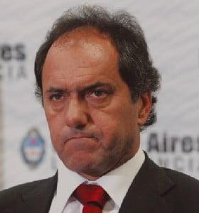 Denuncian a Scioli por una supuesta estafa en una fábrica recuperada