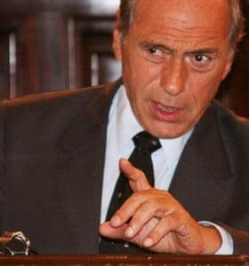 """Zaffaroni propuso """"transferirle la policía a los intendentes""""."""