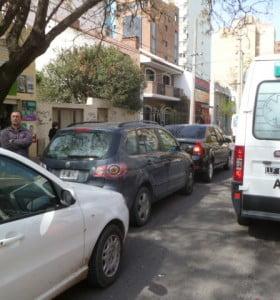 Cuatro autos chocaron en cadena en la primera cuadra de Zapiola
