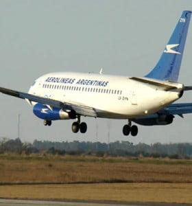 Los gremios paralizarán vuelos de Aerolíneas y Austral el lunes