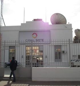 El Grupo Clarín tendría que elegir entre Canal 7 y Cablevisión en la ciudad
