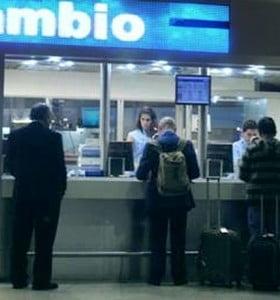 Casas de cambio y bancos privados ya no podrán operar en los aeropuertos