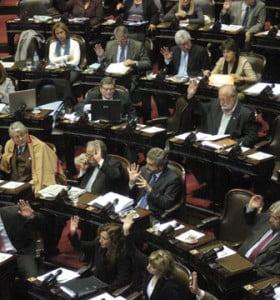El kirchnerismo domina la agenda del debate político