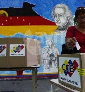 Chávez y Capriles, a la pesca de los indecisos en último mes antes de las presidenciales