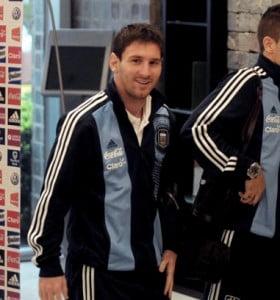 La Selección llegó a Córdoba en medio de la lluvia, con Lionel Messi como atracción