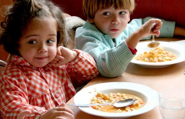 """La calidad de los alimentos en los comedores escolares locales """"sigue siendo baja"""""""