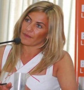 Tras una reunión, De Lucía prometió la continuidad de 156 trabajadores de la educación