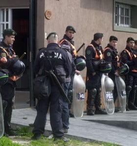 Policías bonaerenses reclaman por el atraso en el pago de adicionales