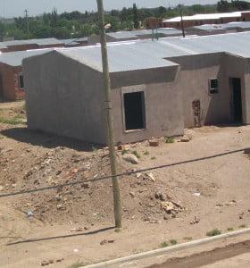 Adjudicatarios del barrio de viviendas de la UOM reclaman por la finalización de las obras