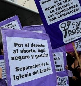Denunciarán a Macri ante la Justicia por la suspensión del primer aborto no punible