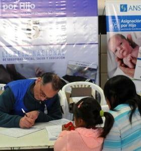 A 3 años de implementación, la asignación universal llega a 3,5 millones de chicos