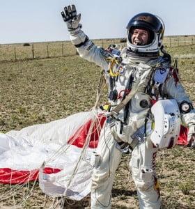 Félix Baumgartner tocó la tierra y cumplió la hazaña de haberse lanzado desde la estratosfera