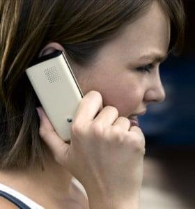 El 70% de los argentinos no saldría de su casa sin el celular