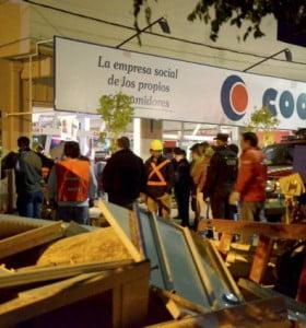 Suman tres los muertos por el derrumbe del techo de un supermercado en Neuquén