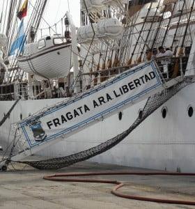 La Presidenta ordenó evacuar la Fragata Libertad