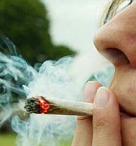 El ministro de Educación francés pidió despenalizar la marihuana y abrió el debate