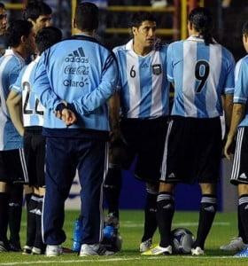 El partido entre Argentina y Brasil fue suspendido por un desperfecto en la iluminación