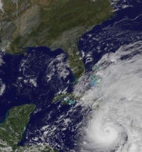 """La tormenta """"Sandy"""" volvió a fortalecerse y adquirió de nuevo la categoría de huracán"""