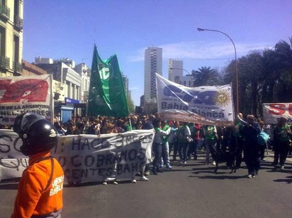 ATE, SUTEBA y la FEB marcharon juntos, contra el ajuste en Bahia Blanca