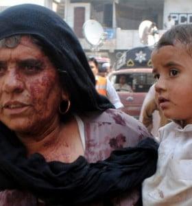 Pakistán: 16 muertos y 24 heridos por un coche bomba