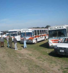 Transportistas escolares reflotan reclamos que rozan a Nora De Lucía