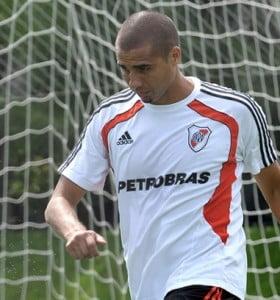 Tres cambios en River para jugar ante Godoy Cruz