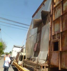 """Un camión """"se llevó puesto"""" los cables de energia en el cruce de Paunero y Donado"""