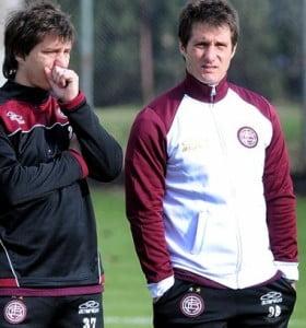 El presidente de Lanús insistió con que Barros Schelotto no dejará el club en diciembre