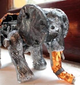 La Plata: muestra de juguetes electrónicos confeccionados con materiales reciclables