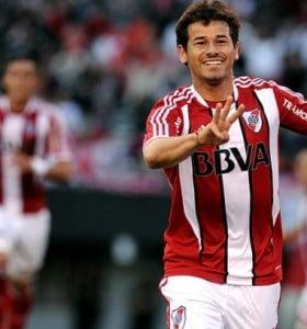 Con dos goles de Mora, River derrotó a Unión de Santa Fe en el Monumental