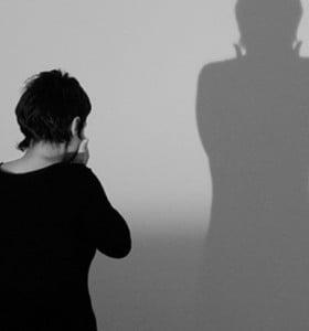 Casi la mitad de las mujeres víctimas de violencia de género vive con el agresor