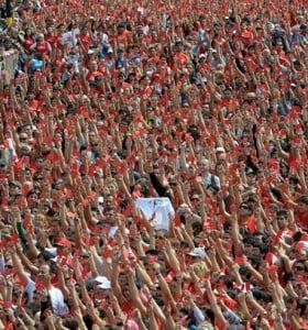 Veinte mil personas corrieron para sacarle la roja a los maltratadores
