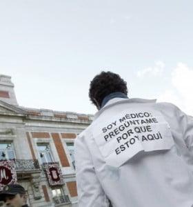 """Masiva marcha en Madrid contra el """"desmantelamiento de la salud"""""""