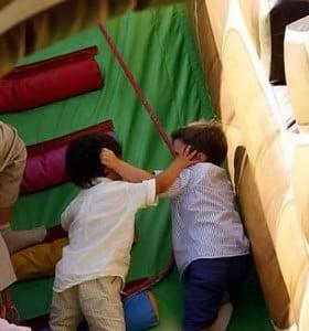Por qué es bueno dejar que los niños se peleen