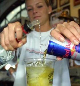 Doctores alertan sobre el peligro de las bebidas energéticas