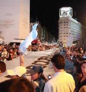 18A: amplia movilización con apoyo de referentes de la oposición