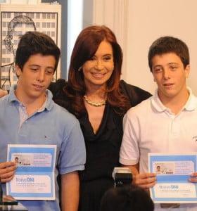 Los jóvenes de 16 y 17 votan mañana por primera vez en la historia del país
