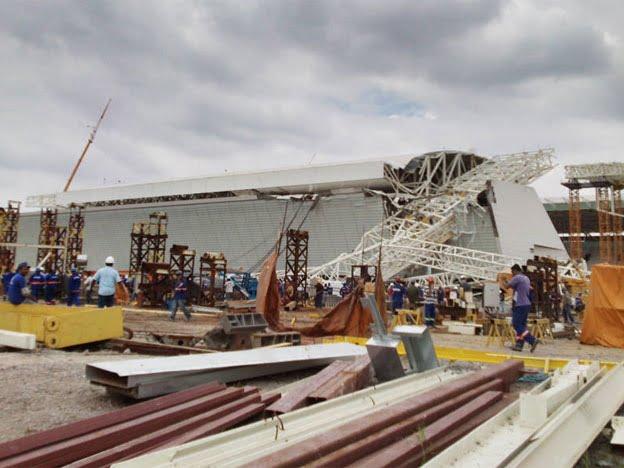 Brasil: se derrumbó un estadio construido para el mundial y hay tres obreros muertos