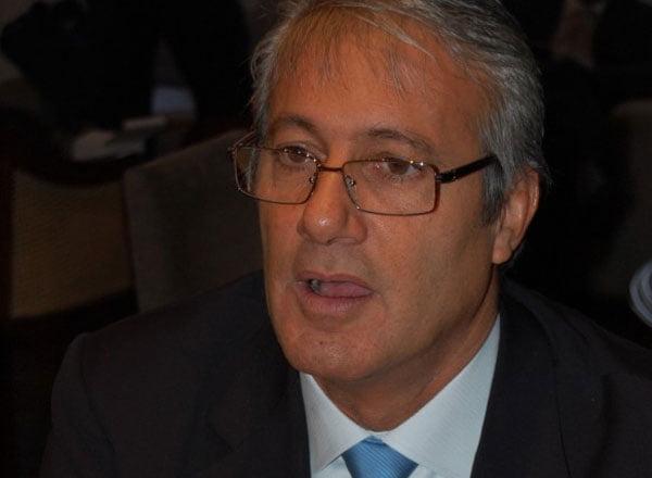 Usucapión: En Twitter Larraburu presiona a la comuna y pide debate con Moirano