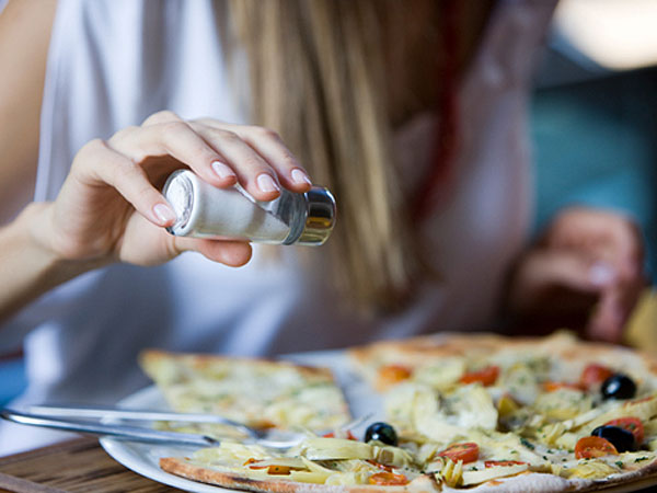 Por ley, los alimentos tendrán que bajar hasta 15% la sal desde 2014