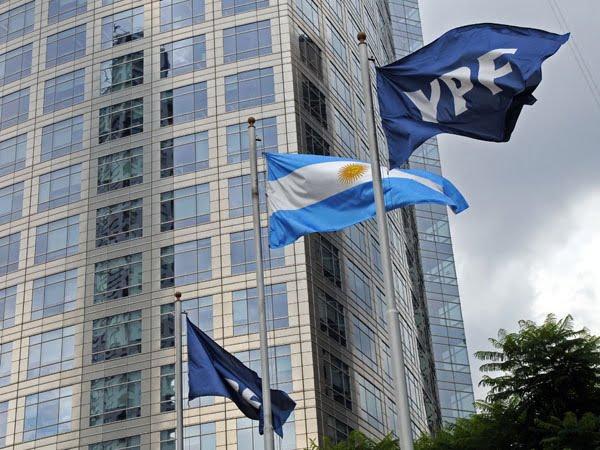 Las acciones de YPF casi cuadruplicaron su valor durante el último año