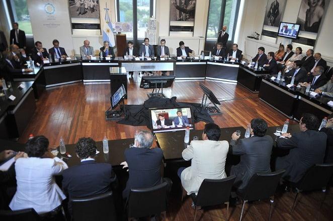 Capitanich firmó un acuerdo de refinanciación de deudas